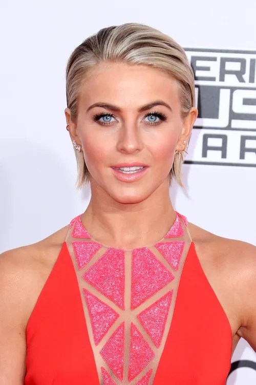 Julianne Hough short blonde haircut with highlights
