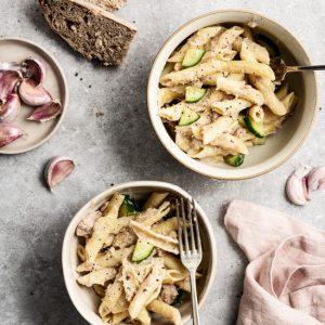 Ensalada de pasta con atún y pepino