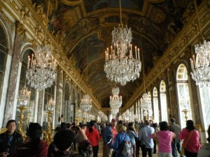Hall of Mirrors crowd