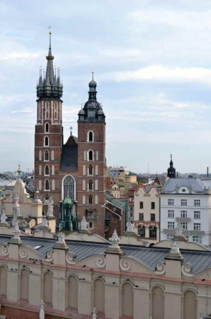 Krakow, Poland, st. marys, staire mesto, why it is ok to visit the tourist spots, tourism, vacation, traveller, traveler, travelling, traveling, popular spots, off the beaten path, off the beaten track, travel tips, new york, paris, london, tokyo, visiting popular places, how to visit tourist attractions, times square, photography, busy, eiffel tower,
