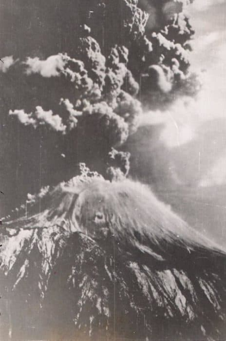 Mt_Vesuvius_Erupting, crater, top, view, Trekking to the summit of Mt. Vesuvius! The only live volcano on mainland Europe!, pompeii, herculaeum, italy, travel, hike, explore, adventure, how to get to vesuvius, how to climb vesuvius,