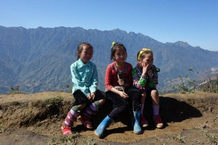Trekking with H'Mong minority hill tribe through the rice terraces and mountains of Sapa. A highlight of Vietnam, Lao Cai, H'Mong, Red Dao, black Hmong, hill tribe, homestay, home stay, trekking tour, Sapa, Sa Pa, China border, how to get to Sapa, Hanoi, train, bus, tour, lilys travel, Sapa tours, trekking Sapa, Sapa Homestay, Trekking in Sapa, Rice terraces, Fansipan,
