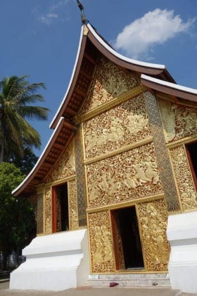 The temple town of Luang Prabang, Laos: Buddhism, Monks, Rivers and Rich Culture, Luang prabang laos, monks, alms giving, procession, views, temples, Vat Xieng Toung, Vat Khili, Vat Sibounheuang, Vat Sirimoungkhoun Sayaram, Vat Sop Sickharam, Vipassana temple, Phou Si, Chomsy Hill, Mekong, Nam Khan, bamboo bridge, sunset, sunrise, things to do in Luang Prabang, Attractions, sights, time to see monks, Vang vieng, Hanoi, Pakbeng, Slow Boat, Thailand, Chiang Mai, Chiang Rai, Hotel, Waterfall,