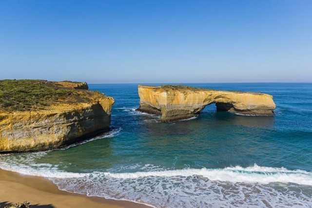 London bridge, London arch, Loch ard gorge, views, 12 apostles, beach, coast, The most incredible day trips to take from Melbourne, Australia, Melbourne day trips, Things to see around Melbourne, what to do outside of Melbourne, things to do in Victoria, Victoria outside of Melbourne, things to do outside melbourne, melbourne day tours, melbourne day trips, melbourne activities, Melbourne weekend trip, visit melbourne, day trips from melbourne, Geelong, Great Ocean Road, Mornington Peninsular, Bendigo, Grampians, day trip ideas, public transport, day tours from melbourne, Brighton, Brighton beach boxes, St. Kilda, Luna Park, Penguins, Penguins Melbourne, Melbourne to Bendigo, Melbourne to Geelong, torquay, beaches near Melbourne, Bells beach, surfing near Melbourne, best beaches near Melbourne, day trip Great Ocean Road, things to do in Melbourne, Melbourne highlights, things to do in Geelong, things to do in Bendigo, places to see in the Grampians, places to see on Great Ocean Road,