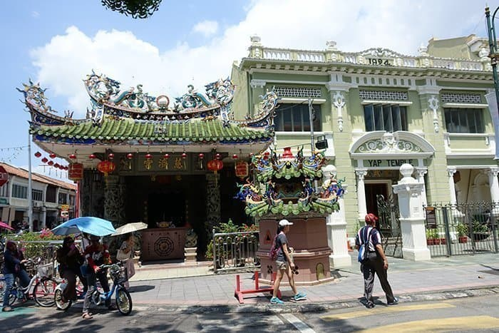 Penang Itinerary: What to do in Penang in 3 days. A Guide to this Beautiful & Historic Town in Malaysia: Khoo Kongsi Clan House, murals, buddhist temple, George Town