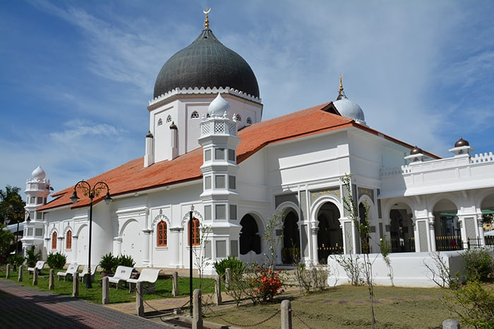 Penang Itinerary: What to do in Penang in 3 days: Georgetown Malaysia guide. Mosque in Penang on Harmony Street