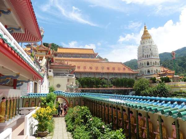 Penang Itinerary: What to do in Penang in 3 days: Georgetown Malaysia guide. Kek Lok Si Temple