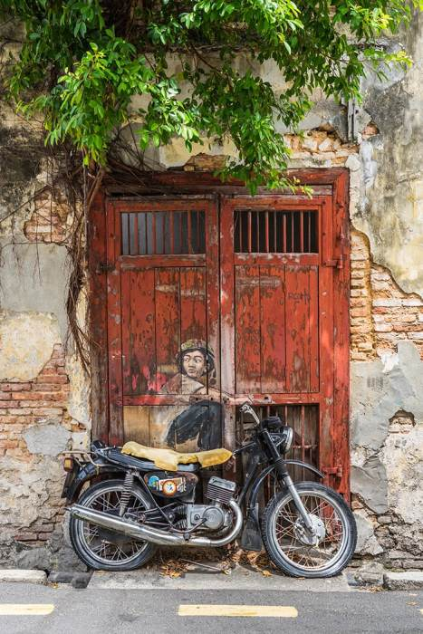 Penang Itinerary: What to do in Penang in 3 days: Georgetown Malaysia guide. Bike Street Art Painting