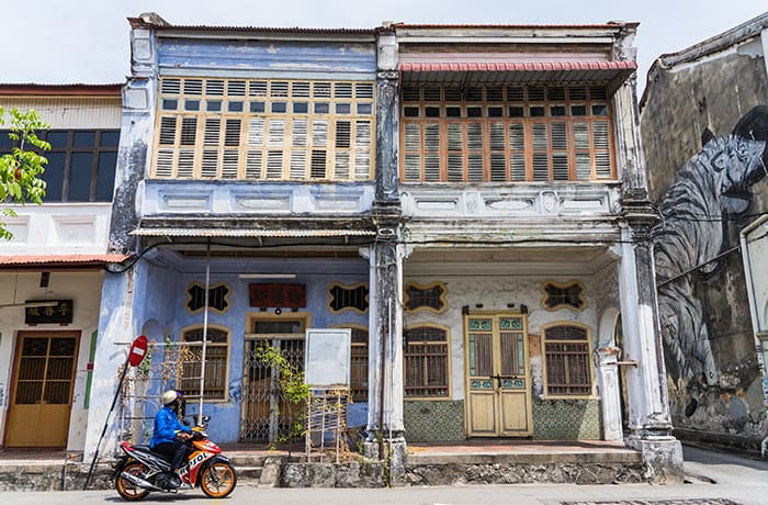 Penang Itinerary: What to do in Penang in 3 days: Georgetown Malaysia guide. Old Colonial Chinese Shop Houses