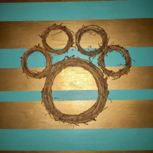Arrange your vine wreaths in a paw shape. DIY Paw Wreath For The Pet Lover