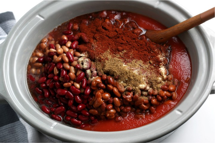 all ingredients for easy slow cooker chili in a crockpot