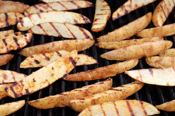 potato wedges on grilll