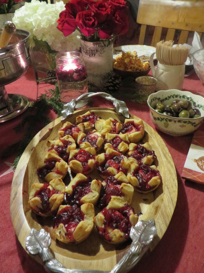 Cranberry Brie Bites | The Rose Table