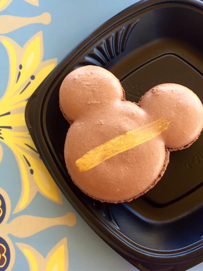 Mickey Mouse Macaroon at Disneyland | The Rose Table