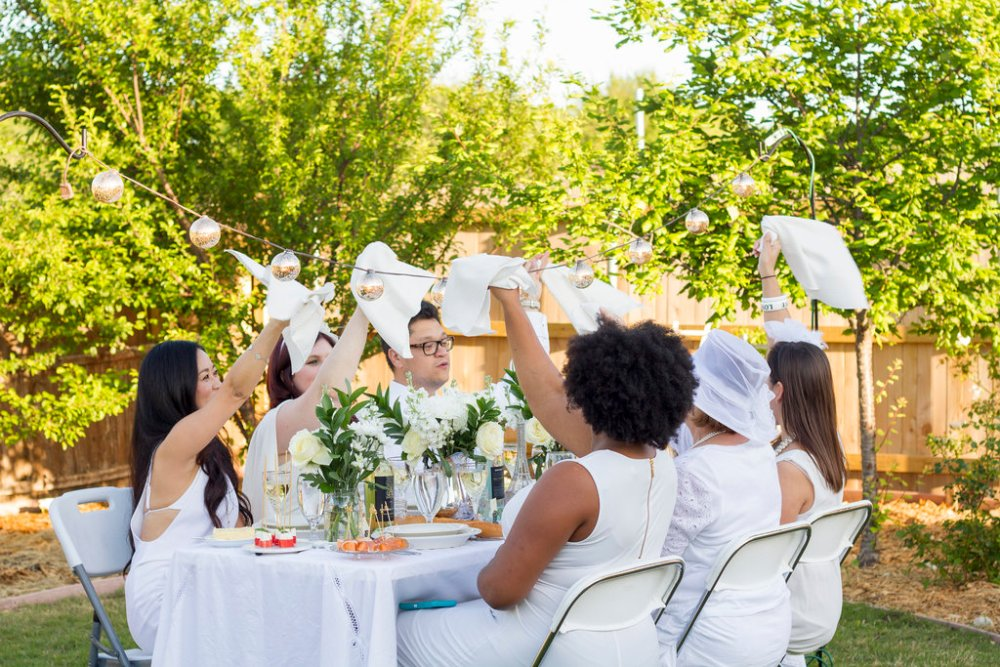 Host to Host a Diner en Blanc Party | The Rose Table