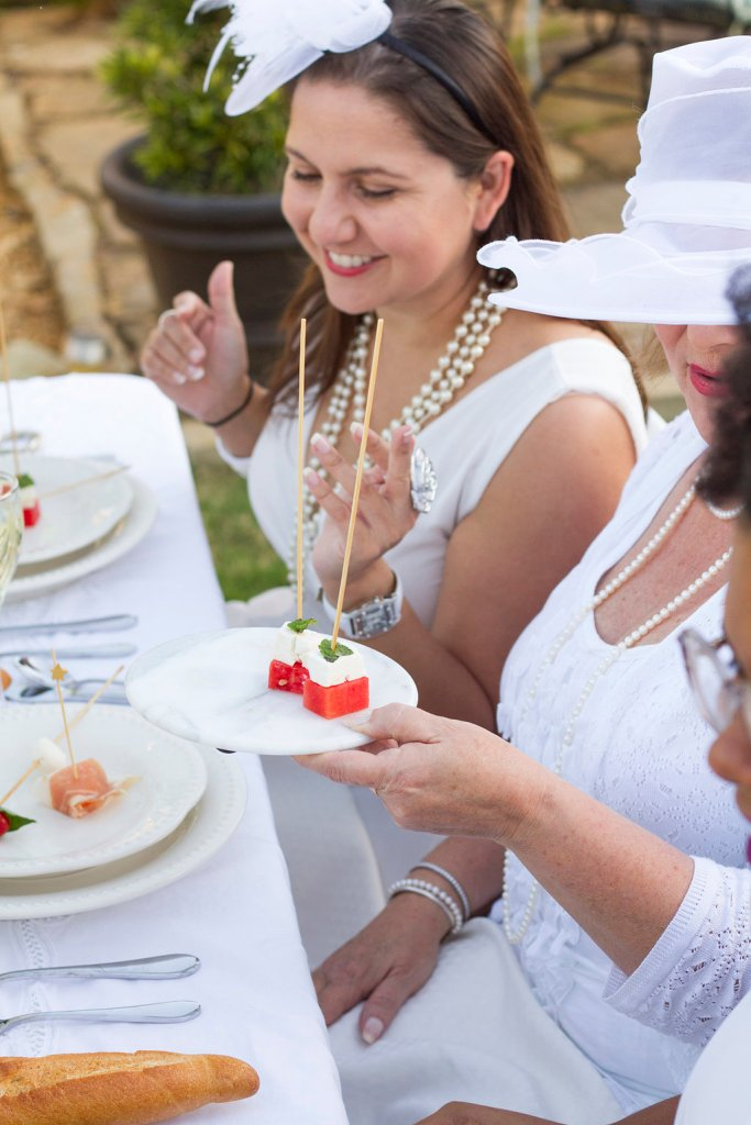 How to Host a Diner en Blanc Party | The Roes Table