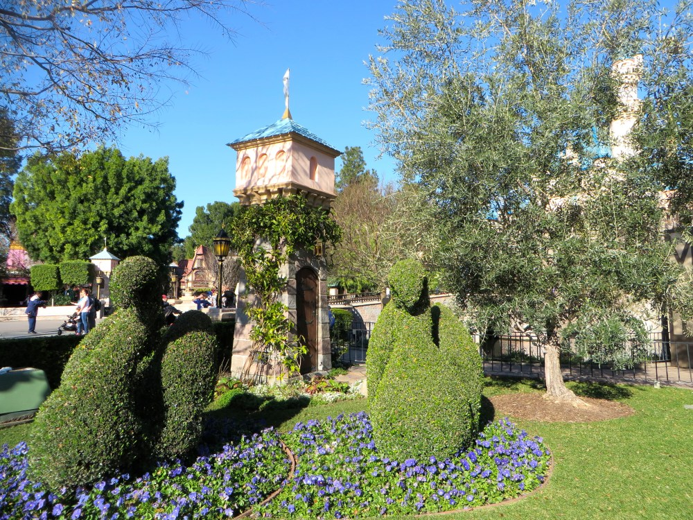 Disneyland Travel Tips | The Rose Table
