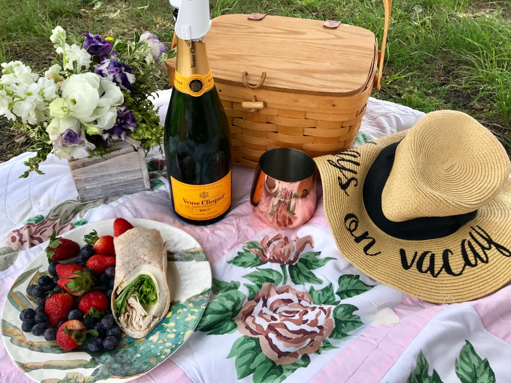 What to Pack for a Picnic | The Rose Table