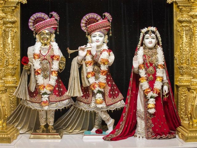 BAPS Atlanta - During the Arti ceremonies, the doors are opened to reveal the Murtis