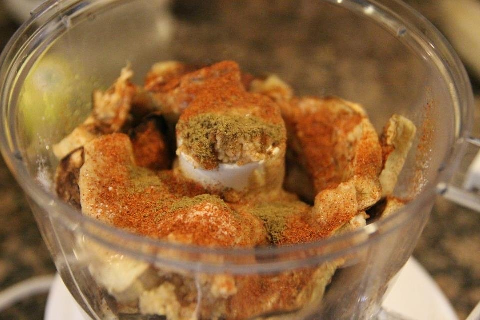 Baba ganoush recipe - ingredients ready to pulverize in the food processor