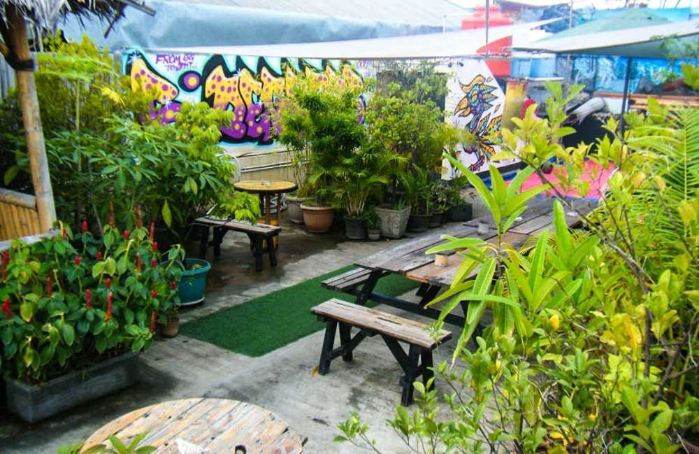 Six Degrees Backpackers Hostel - Rooftop garden