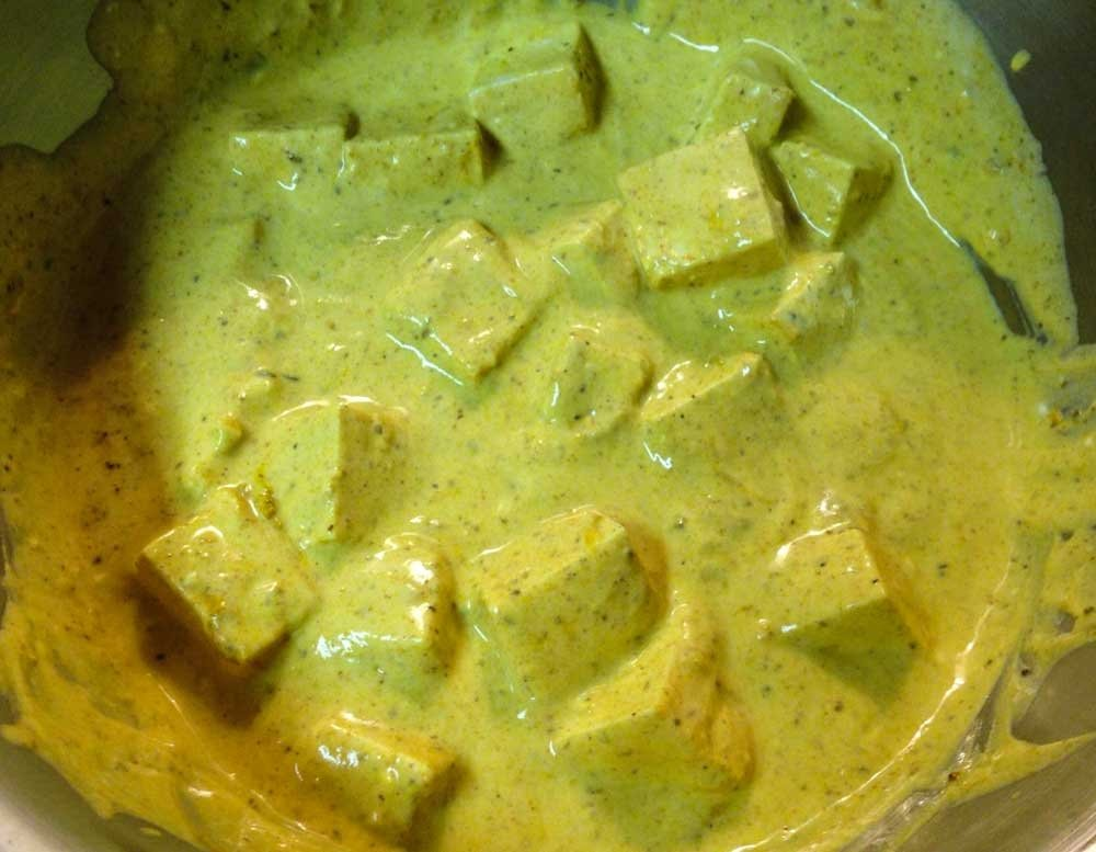 Vegan Tikka masala recipe - tofu in marinade