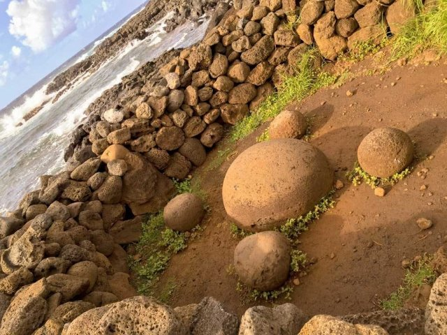 Highlights of Easter Island - Te Pito Kura