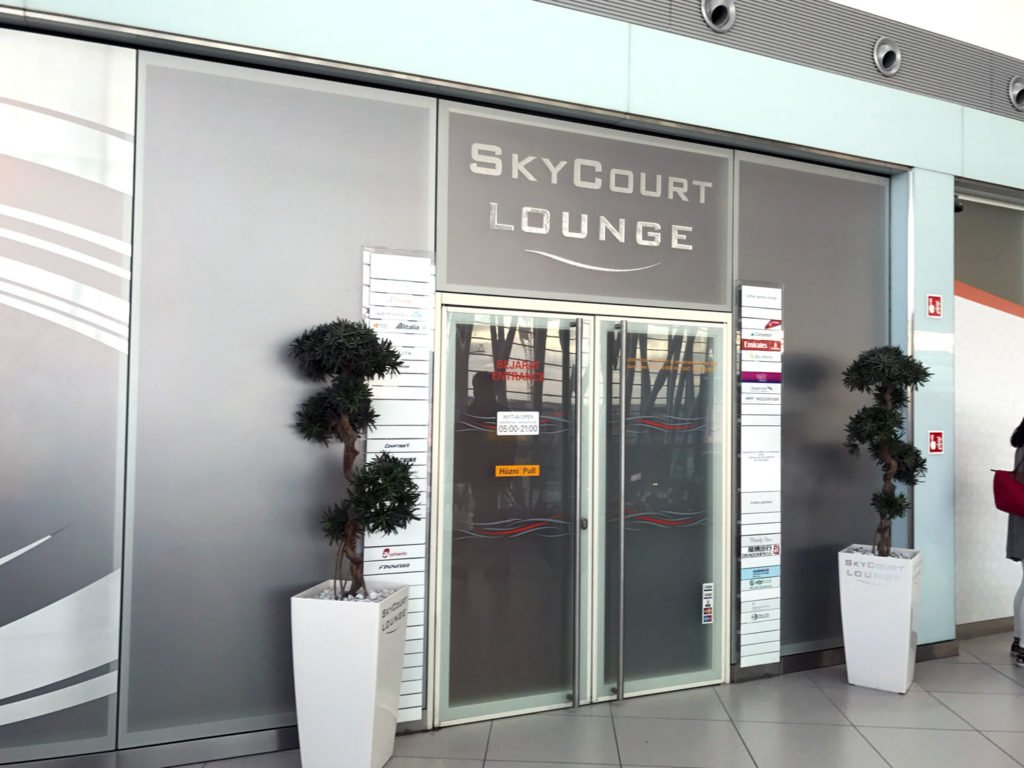 skycourt lounge budapest airport entrance