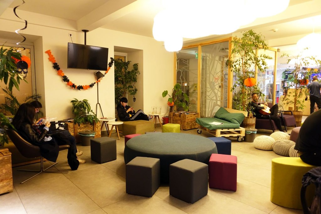 budapest maverick lodges hostel living quarter
