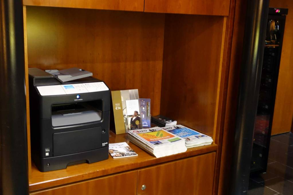 Printer and reading material at LuxxLounge frankfurt