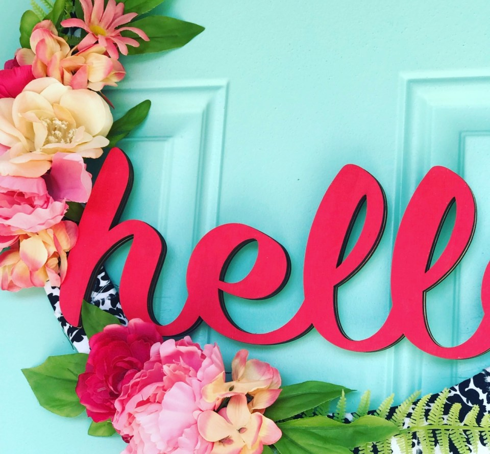 Quick and Easy HELLO Wreath close up