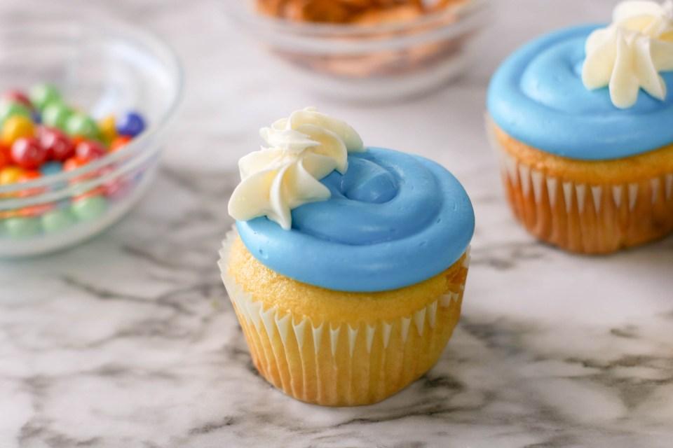 pretzel butterfly cupcakes