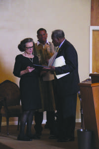 Marla Wynn Mudar Iyasere alongside her son Solomon O. Iyasere, Jr. and CSUB President Horace Mitchell at the memorial service for the late CSUB professor.