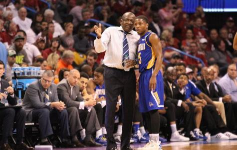 CSUB head coach Rod Barnes talks to junior guard Dedrick Basile during the NCAA Division I Men's Basketball Tournament game against Oklahoma in Oklahoma City on March 18. Photo by Alejandra Flores/The Runner