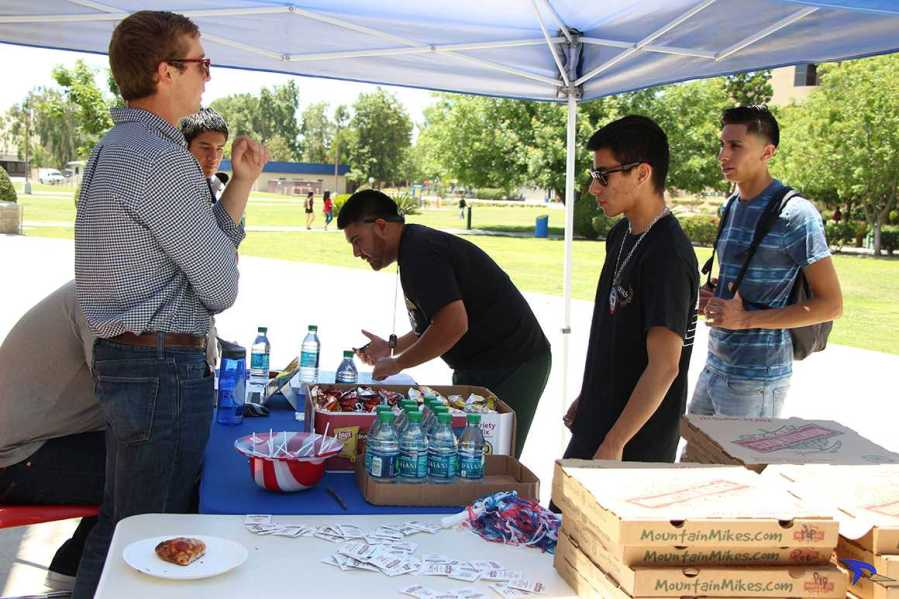 Alejandra Flores/The Runner CSUB students register to vote before the primaries on Tuesday, May 17 at the Student Union Patio.