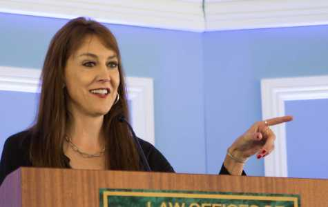 Political commentator gets few laughs at business conference