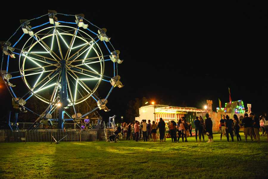 Photo+by+Simer+Khurana%2FTheRunner.+One+of+the+many+attractions+included+was+the+Ferris+Wheel.+Students+were+happy+to+line+up+and+experience+a+carnival+classic.+