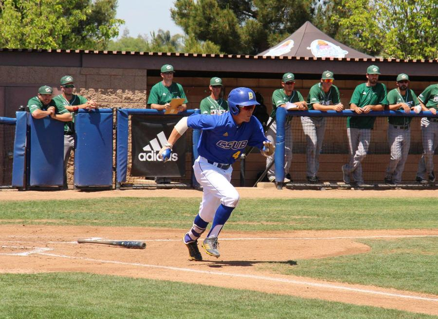 CSUB freshman Evan Berkey sprints towards first base after a low line drive to second base on Sunday, April 22 at Hardt Field.