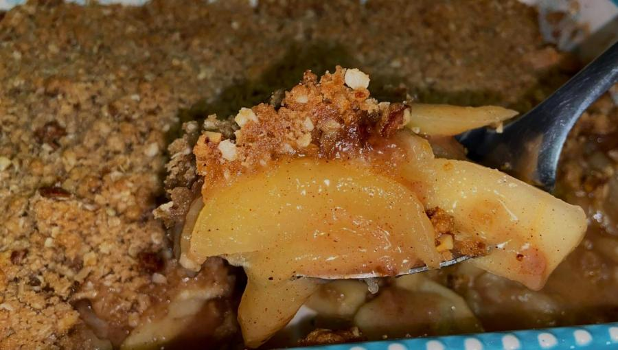 All photos of this apple crisp were taken after doubling the recipe quantity.