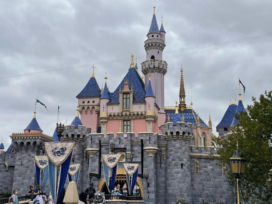 Disneyland+during+the+pandemic%3A+Is+it+still+the+Happiest+place+on+Earth%3F