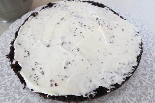 applying cream cheese icing