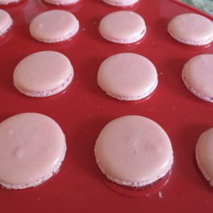 Cooked macarons shells