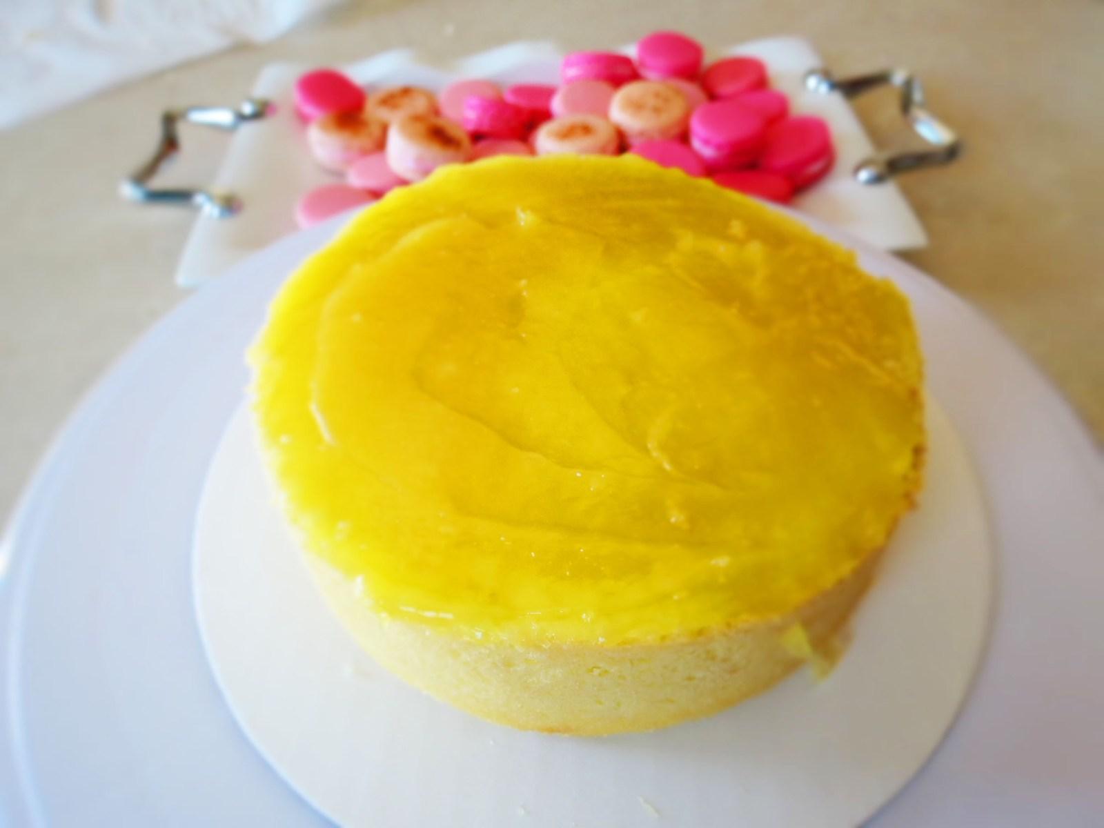 applying-lemon-curd
