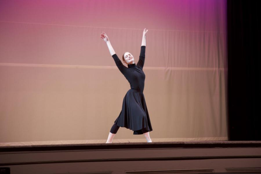 Social+studies+teacher+Jennifer+Barrer-Gall+dances+ballet+during+%22World+of+Dance.%22+Barrer-Gall+used+to+be+a+professional+ballerina.+CONTRIBUTED+BY+SANDER+SOROK