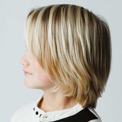 Topfschnitt vs. Surfermatte – Frisuren für kleine Jungs
