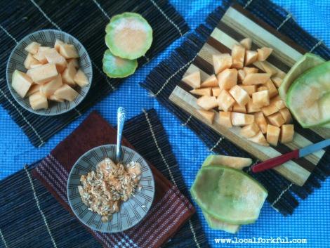 how to cut a cantaloupe
