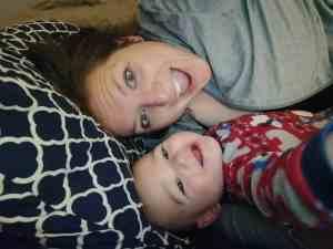 Looking for ways to make breastfeeding easier? We've got the best breastfeeding hacks for lazy moms at TheSaltyMamas.com. #breastfeeding #breastfeedingtips #breastfeedinghacks #breastfeedinganewborn #nursingababy #babies #parents #momlife #mom #motherhood #newborn #infant #pregnancy