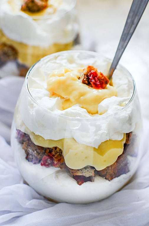 Simple and Easy banana loaf parfait dessert. This easy Banana bread parfait is a perfect put together dessert recipe that comes together quickly and looks heavenly. Plus it's a great way to use up left over banana bread!