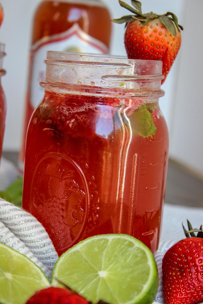 Strawberry Mojito Kombucha Spritzer
