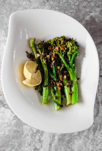 easy lemon garlic broccolini